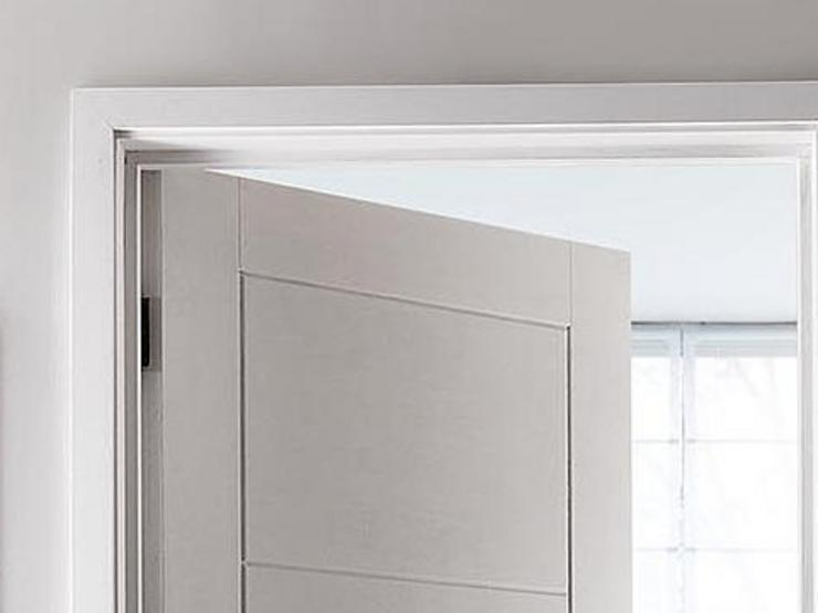 Linear Smooth Door Frame Crop