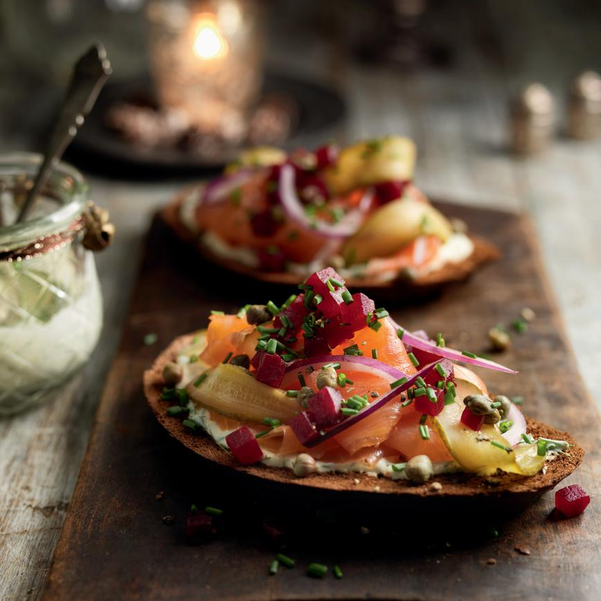 Smoked-salmon-with-beetroot-red-onion-and-capers