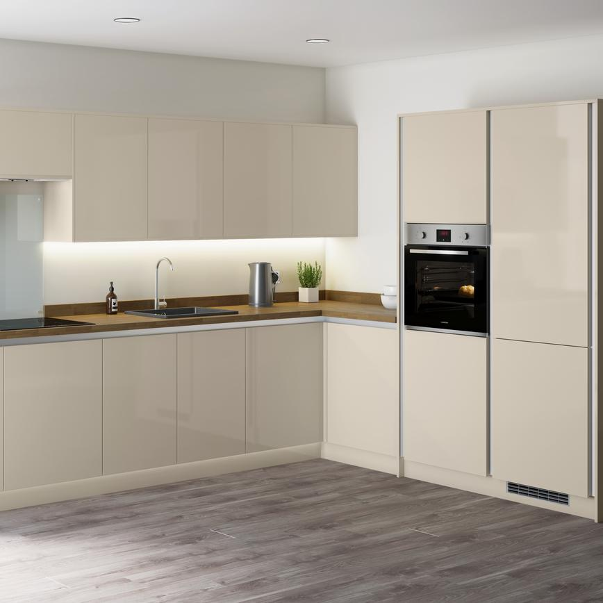 Handleless ivory gloss kitchen with glass splashback behind an induction hob with wooden worktop and built in electric oven.