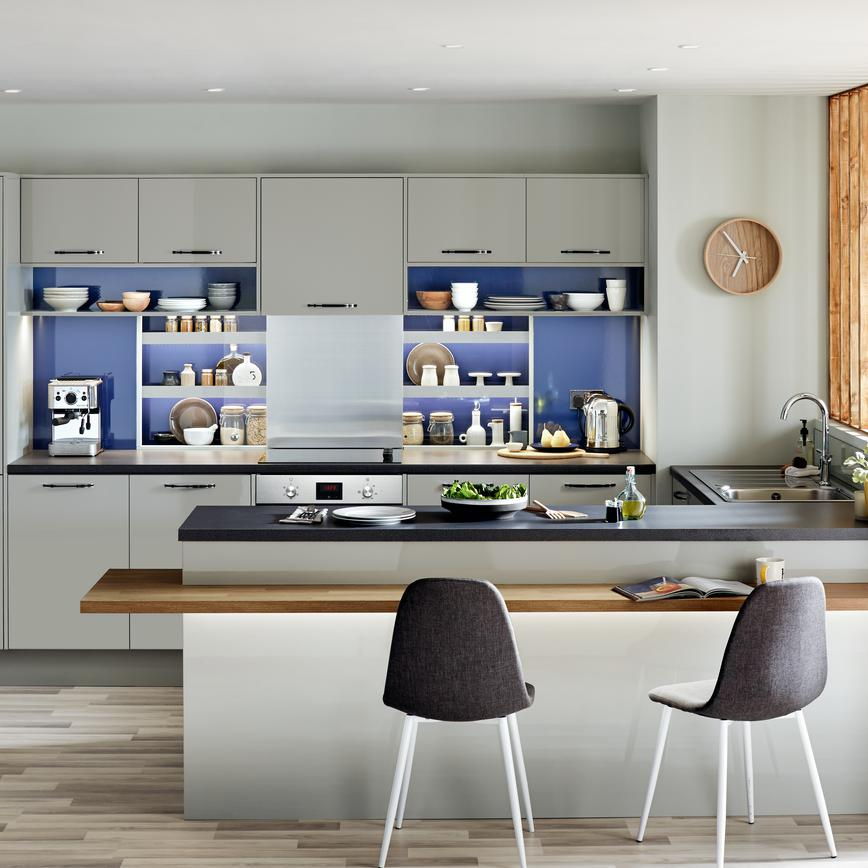Grey gloss kitchen with chrome pull handles, open shelving under the wall units and black kitchen worktop.