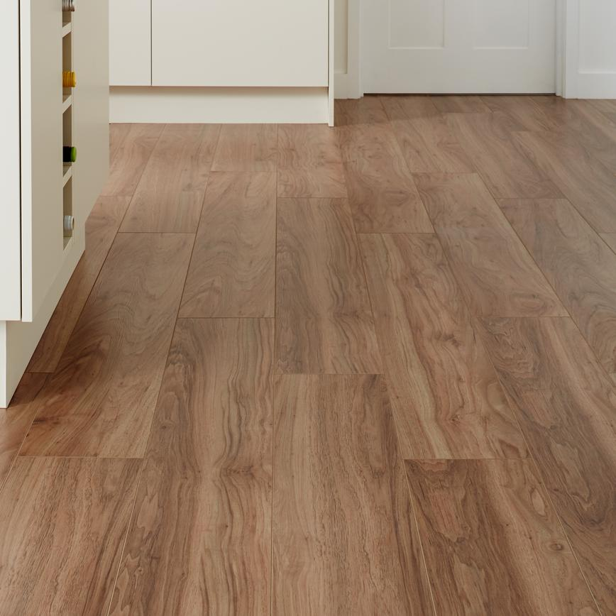 Howdens Professional Fast-Fit V Groove American Pecan
