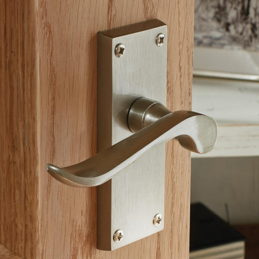 Chrissi Latch Handle Howdens Joinery