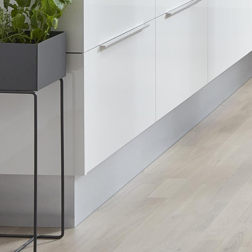 Howdens Aluminium Straight Plinth 3.0m x 18mm