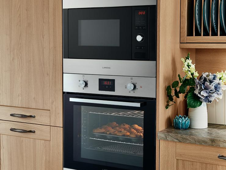 Lamona single fan oven and Integrated microwave & grill