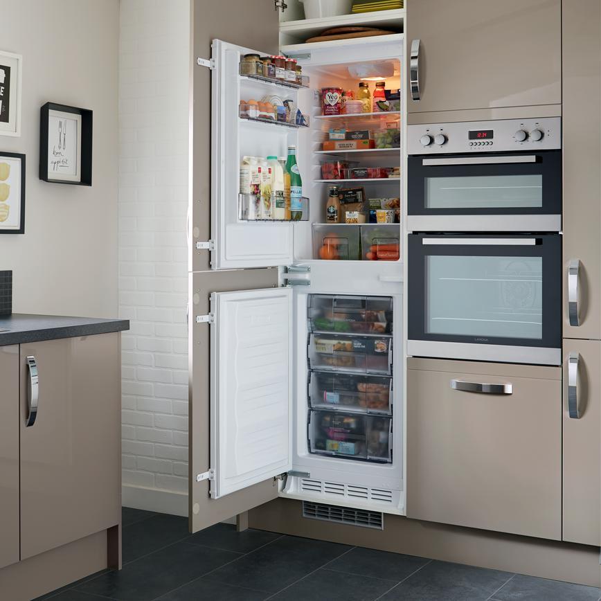 Lamona 50 50 Integrated Fridge Freezer Howdens