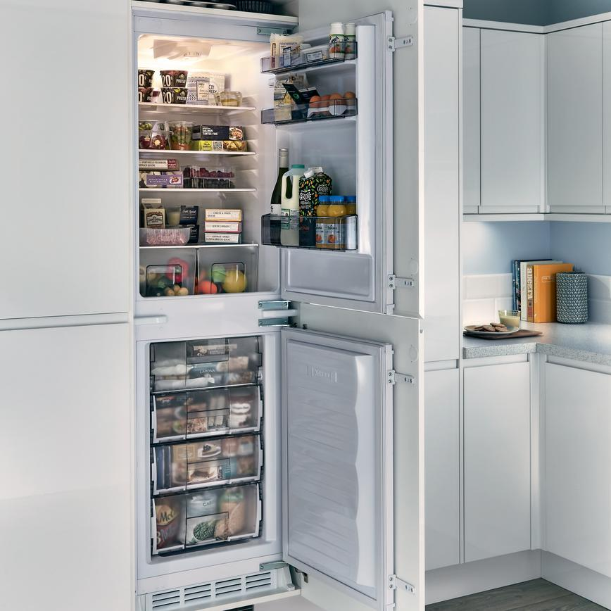 Lamona 50 Integrated Frost Free Fridge Freezer