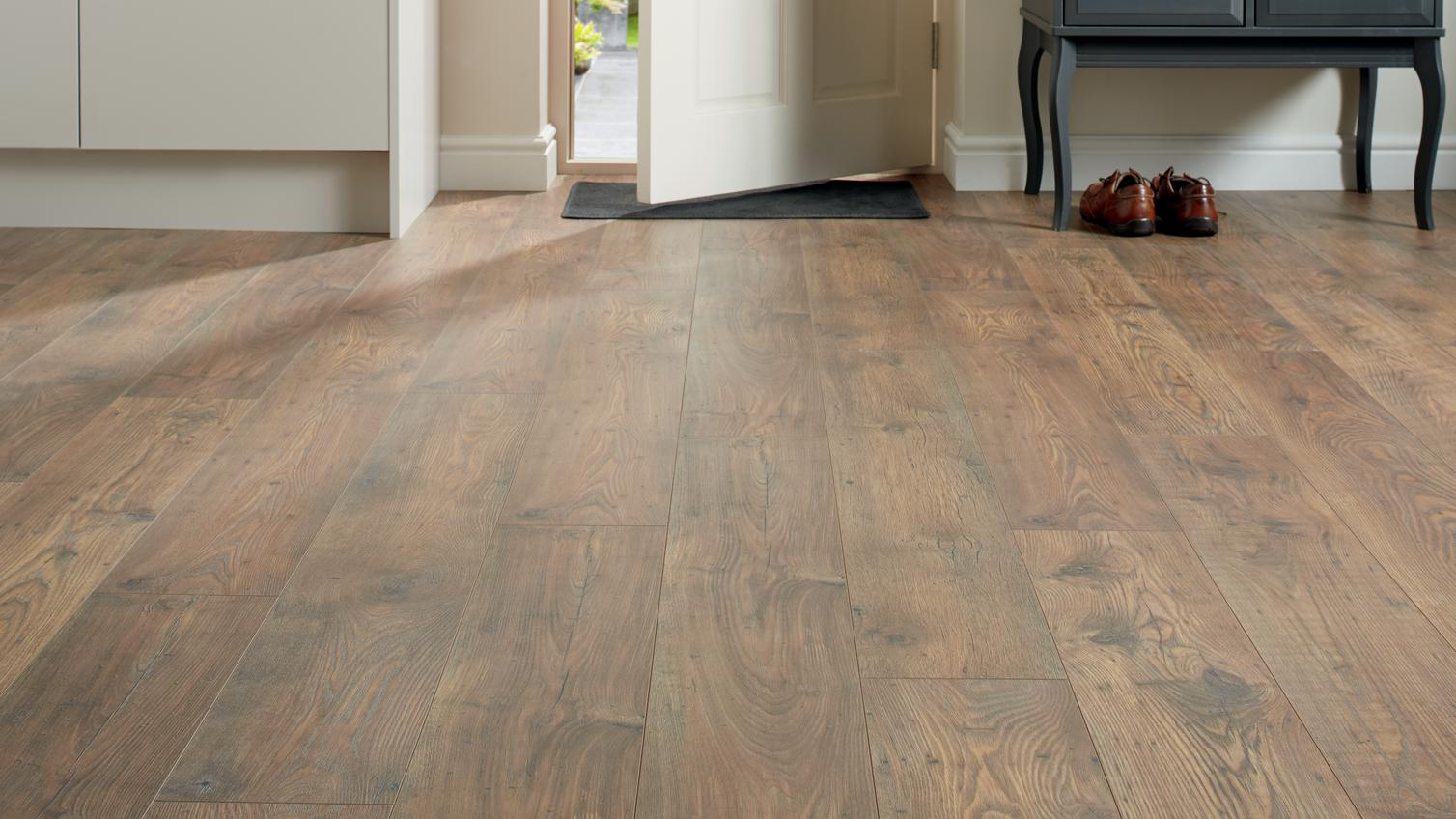 Howdens Professional Fast Fit V Groove Rustic Chestnut Oak