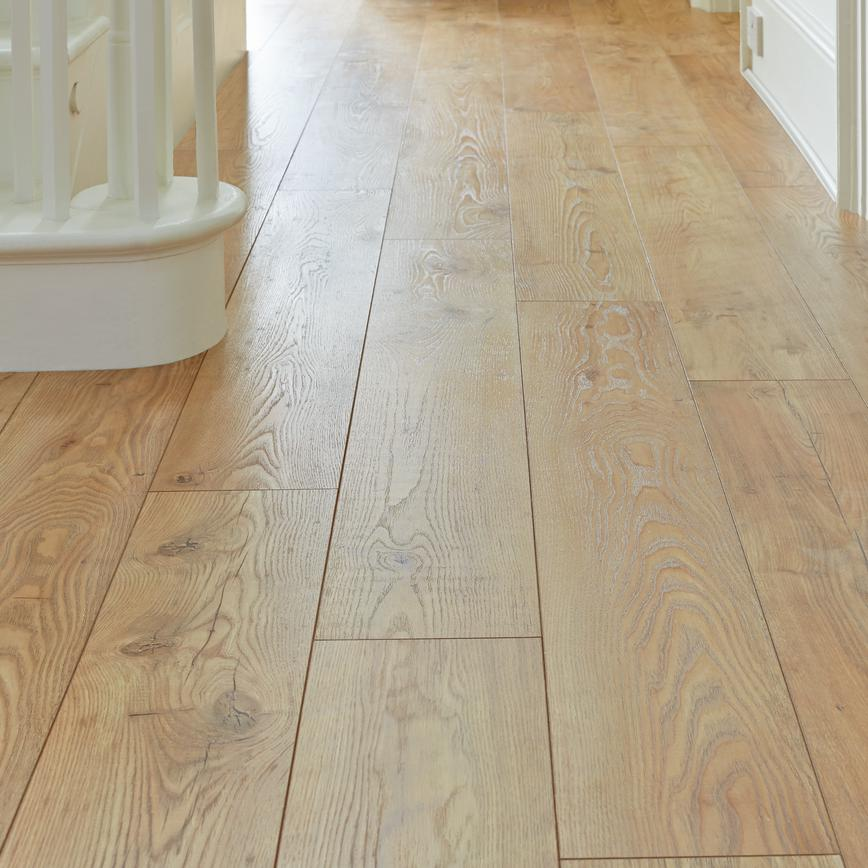 Howdens Professional Fast Fit V Groove Tawny Chestnut Oak
