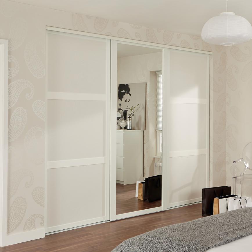 Shaker White Panel Sliding Wardrobe Door Howdens
