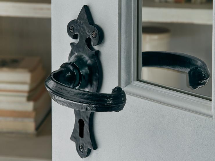 Antique Black Ornate Lock Handle - How To Dress Up Your Front Door FurnitureHowdens Joinery