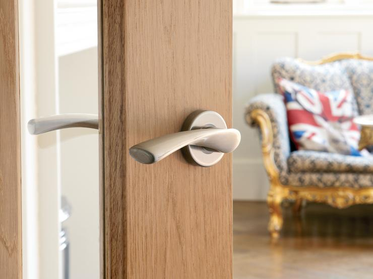 Door Handles Buying Guide Hardware Buying Guides Howdens