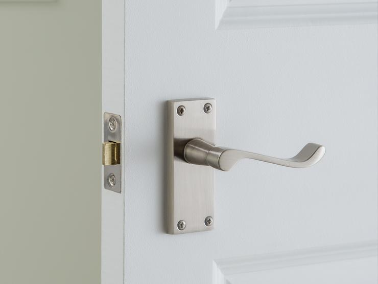 Victorian Scroll Satin Nickel Latch Pack Handle