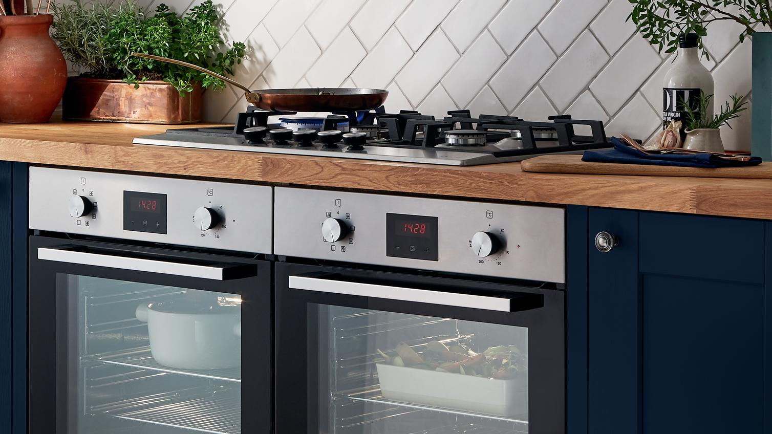 Kitchen Appliances | Cooking Appliances & Equipment | Howdens Joinery