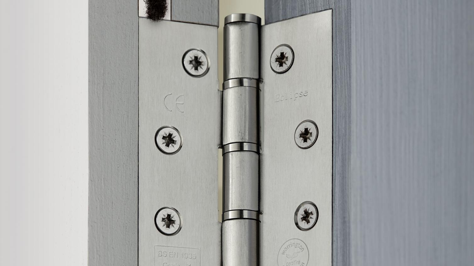 Door Hinge Repair Kit Howdens